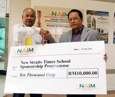 Naim Cendera Holdings Berhad became the first Sarawak-based company to come forward to participate in the New Straits Time Schools Adoption Programme 2005. To hand the mock cheque was Naim's Executive Director, Abg Hasni Abg Hasnan who gave it to NST, Sarawak senior journalist, Sulok Tawie. 10 schools from Kuching, Samarahan, Miri and Bintangor will benefit from the sponsorship that will last until next year.