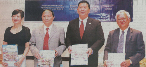 (FROM LEFT) Sofia Wu, li Weitang, lawrence lai and Datuk Abdul Hamed.