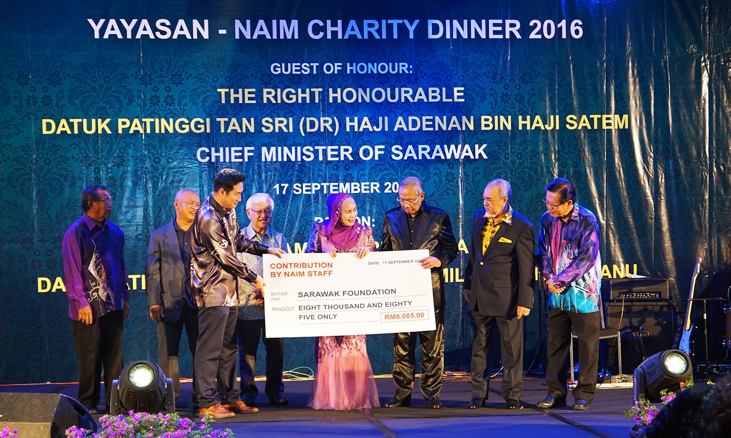 * Abg Mahathir representing Naim's workforce handing over our contribution to the Patron of the charity dinner YABhg Datin Patinggi Datuk Amar Hajah Jamilah Bt Haji Anu, witnessed by The Right Honourable Datuk Patinggi Tan Sri (Dr) Haji Adenan Bin Haji Satem, Chief Minister of Sarawak, who was accompanied by Datuk Hasmi Hasnan (2nd from left) and Datuk Amar Hamed Sepawi (4th from left)