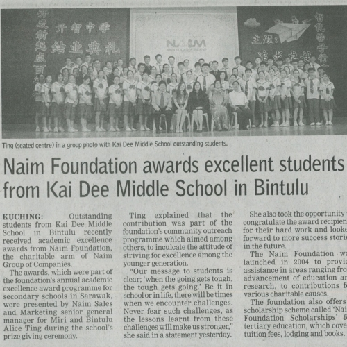 Naim Foundation awards excellent students from Kai Dee Middle School in Bintulu